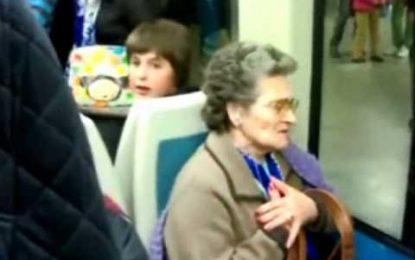 """Adepta do porto dá um show de """"stand up comedy"""" no metro"""
