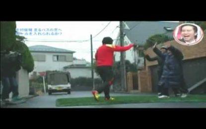 Nakamura (ex-Celtic) treina pontaria em autocarros