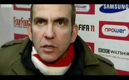 Paolo Di Canio pontapeia jogador da sua equipa e é expulso