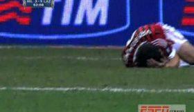 Andre Dias pára Van Bommel ao murro