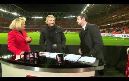 Martin Keown (ex-Arsenal) leva bolada