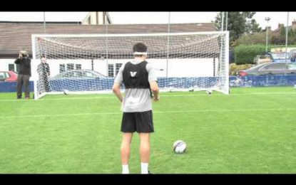 """Jogadores do Leicester City numa competição de penáltis às """"cegas"""""""