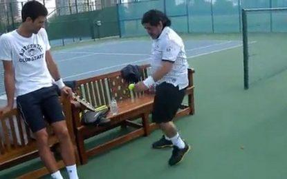 Maradona e uma bola de ténis