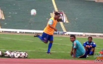 Ronaldinho tem um novo movimento técnico