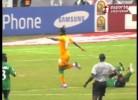 Jogador da Zâmbia chora por não poder continuar em campo