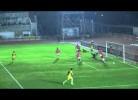 Guarda-redes defende bola para o lado errado