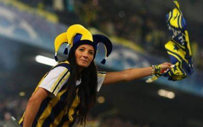 Crianças e Mulheres enchem estádio do Fenerbahçe