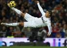 C. Ronaldo tenta o golo com um pontapé de bicicleta