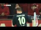 Podolski atingido por uma moeda