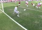 Ronaldinho em destaque mas sem marcar