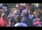 Adeptos do Genoa obrigam jogadores a tirar as camisas