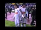 Neymar atingido no rosto por um objeto lançado da bancada