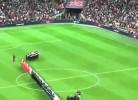 Sepp Blatter assobiado por 80,000 em Wembley