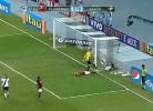 Léo Moura falha golo de forma inacreditável