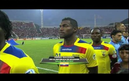 Equador obrigado a ouvir hino do México