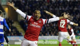Theo Walcott Reading Arsenal