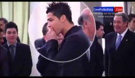 Ronaldo esconde pastilha durante cerimónia oficial