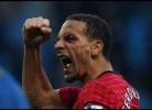 Ferdinand atingido por moeda no derby de Manchester