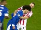 Fellaini cabeceia jogador do Stoke City