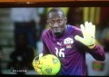 Guarda-redes do Burkina Faso agarra bola fora da área e é expulso!