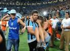 Vedação da Arena Grêmio cede durante jogo da Libertadores