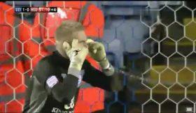 Filho de Schmeichel defende penalty no último minuto