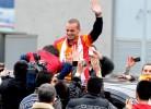 Loucura em Istambul com a chegada de Sneijder