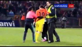 Messi, 301 golos e um forte abraço