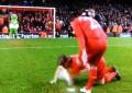 Robbie Fowler anima Liverpool em mais uma noite de desilusão
