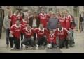 Jogadores do Benfica trocam de camisa com desconhecidos