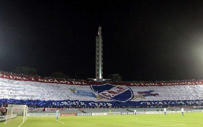 Adeptos do Nacional (Uruguai) erguem a maior bandeira alguma vez vista