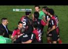 Árbitro dá encontrão no treinador do Newell's