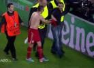 Ribery oferece camisa a adepto que invadiu Camp Nou