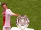 Ajax: Blind deita troféu ao chão durante comemoração do título