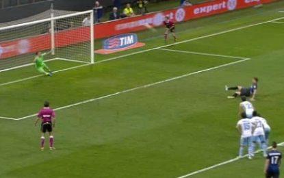 Álvarez (Inter) perde penalty 'à Beckham'