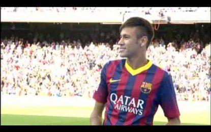 Neymar apresentado em Barcelona com 56,000 na bancada