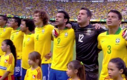 Hino Nacional Brasileiro cantado com alma
