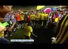 Pablo Armero comemora de forma extravagante vitória da Colômbia
