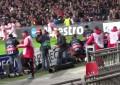 Adepto do Ajax cai durante festejos e sofre ferimentos graves