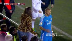 Benzema fez pose para foto durante joga da Taça
