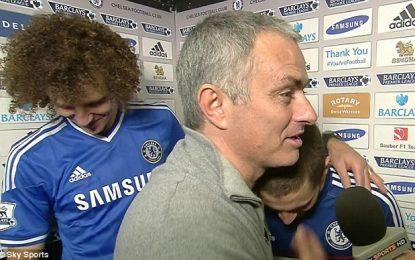 Mourinho interrompe entrevista com David Luiz e Hazard