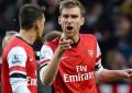 Mertesacker atira-se a Ozil por não saudar os adeptos do Arsenal