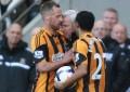Alan Pardew cabeceia jogador do Hull City