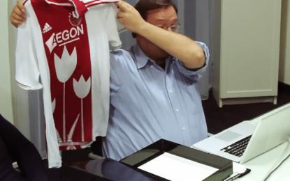 Tulipas e leões no novo equipamento do Ajax…foi tudo brincadeira