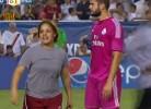 Invasão múltipla de campo durante Real Madrid v Roma