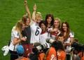 Mulheres e namoradas dos jogadores alemães juntaram-se à festa no Maracanã