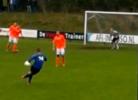 Holandês tenta imitar livre de letra de CR7 no FIFA e quase dá golo