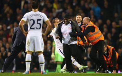 Relvado de White Hart Lane invadido três vezes durante Tottenham vs Partizan