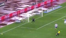 Perda de bola incrível do Atlético, falhanço ainda mais incrível da Real Sociedad