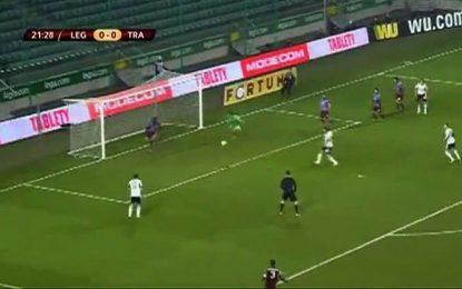 Guarda-redes do Trabzonspor faz defesas incríveis e acaba a marcar auto-golo